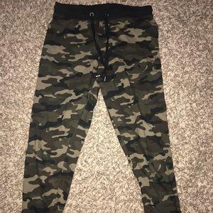 Pants - XS camo joggers
